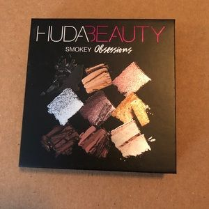 NEW Huda Smokey Obsessions eyeshadow palette